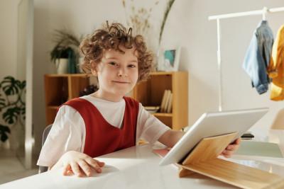 SPSM: Elever måste få lära sig strategier som stödjer läsförståelse vid skärmläsning